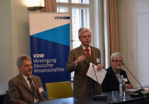 Hartmut Graßl spricht auf der Erdgas Tagung der VDW, IASS und ASPO 2017.