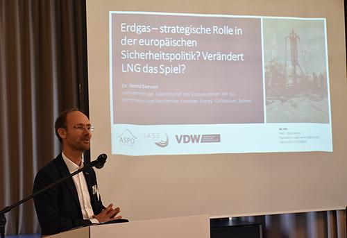 Bernd Biervert spricht auf der Erdgas Tagung der VDW IASS und ASPO 2017