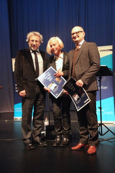 Maria-Elisabeth Klein, Martin Porwoll und Can Dündar werden mit dem Whistleblower Preis 2017 überreicht.