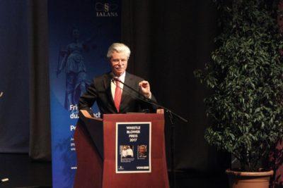 Hartmut Graßl spricht anlässlich der Preisverleihung des Whistleblower Preis 2017.