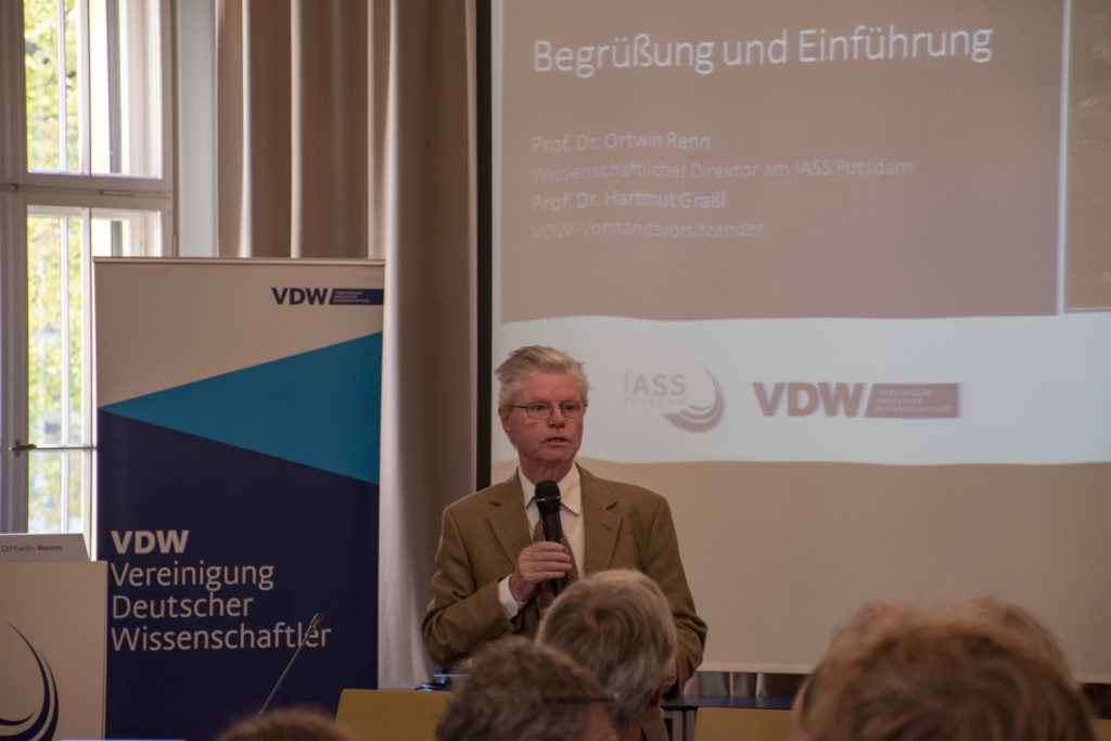 Hartmut Graßl spricht auf der VDW Tagung Erdgasinfrastrukturen im postfossilen Europa