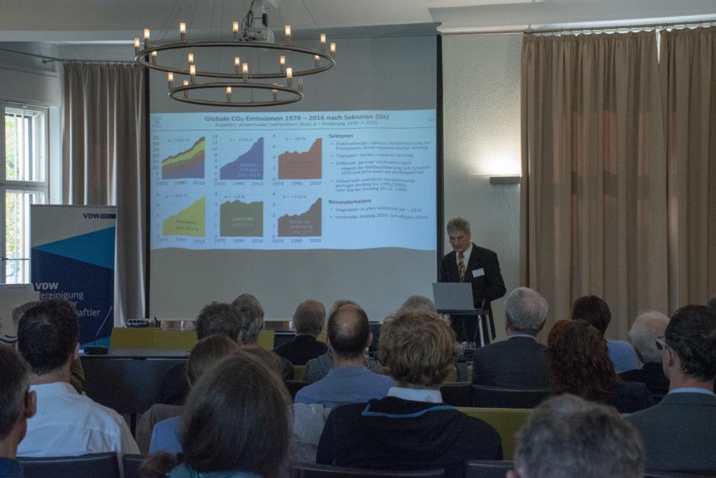 Joern Schwarz, ASPO, spricht auf der VDW Tagung Erdgasinfrastrukturen im postfossilen Europa
